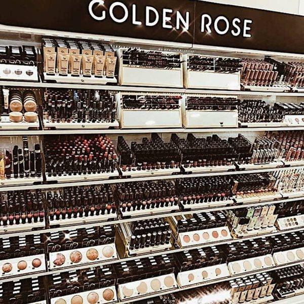Double Trio makeup stand στο κατάστημα Beauty Link στο Ελληνικό ... 91e3af81623