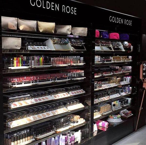GRBeautyday στο νέο κατάστημα καλλυντικών IGO eshop στο Περιστέρι ... dc46595b05c